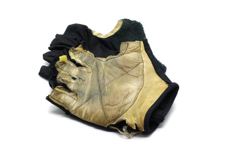 Demi doigt de gants usés de sport image stock
