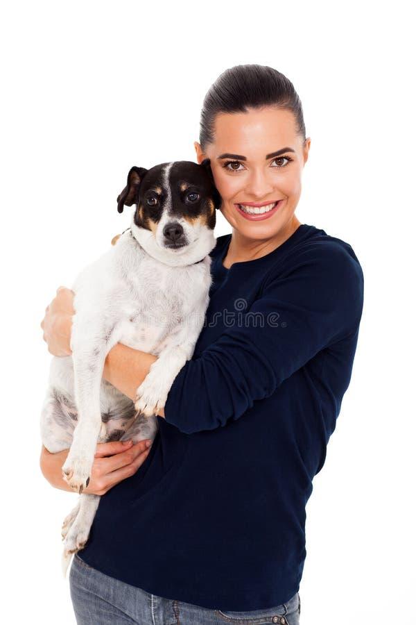 Femme étreignant le chien photo libre de droits