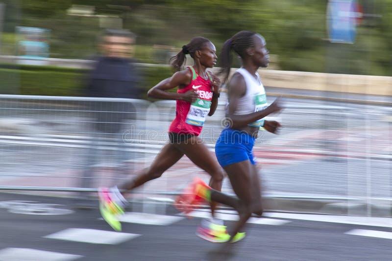 Demi marathoniens rapides brouillés par image images stock