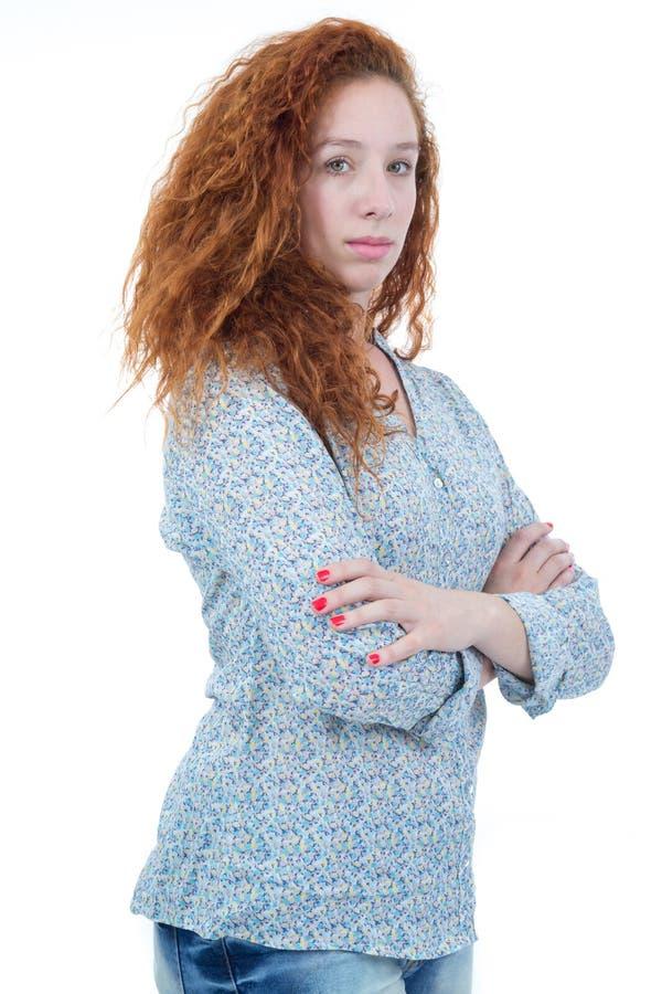 Demi profil de jeune femme Un adolescent de roux a les cheveux bouclés image libre de droits