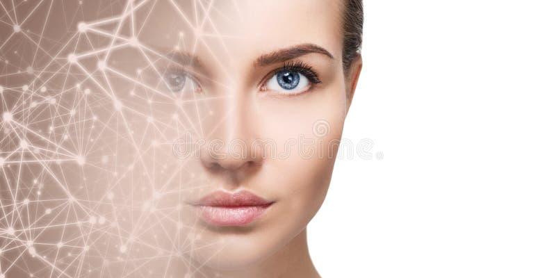 Demi visage de jeune femme disparaissant dans l'espace virtuel étoilé photo stock