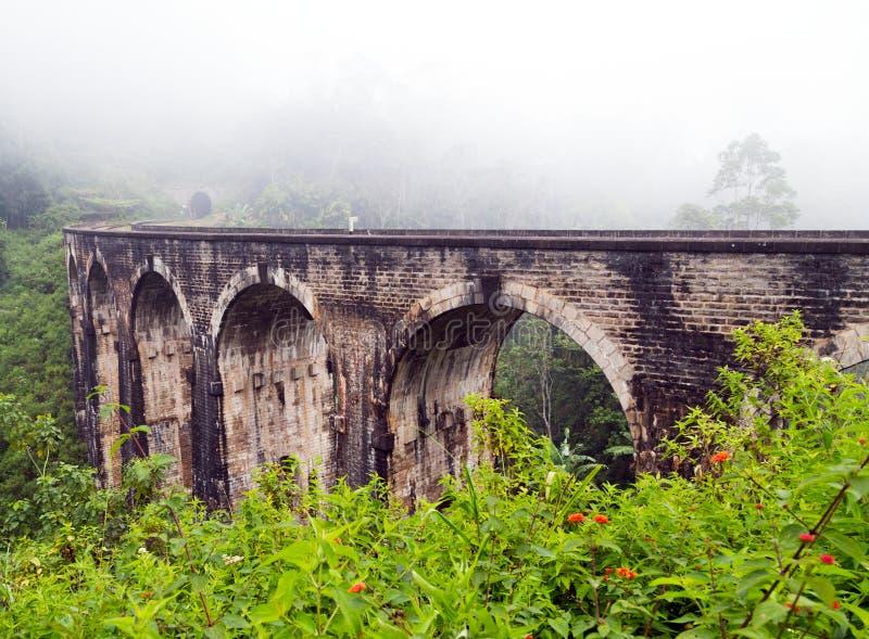 Demodara nio för stångväg ärke- bro royaltyfria foton
