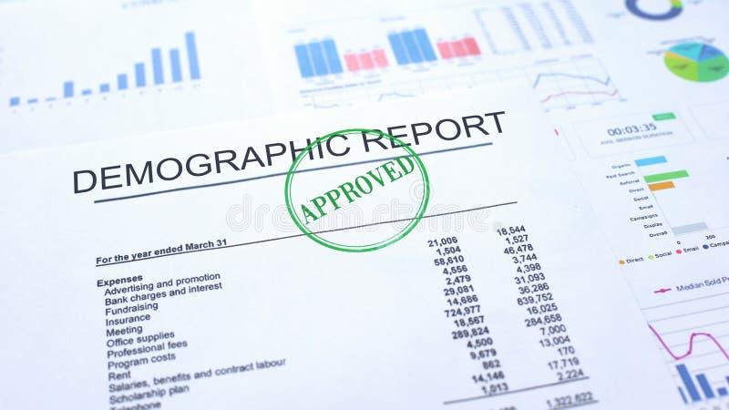 Demograficzny raport zatwierdzający, foka stemplował na urzędowym dokumencie, biznesowy projekt zdjęcie royalty free