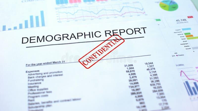 Demograficzny raportowy poufny, foka stemplował na urzędowym dokumencie, biznes obrazy stock