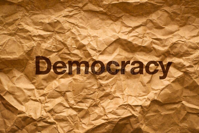 Demokrati på Crumpled papper arkivfoton