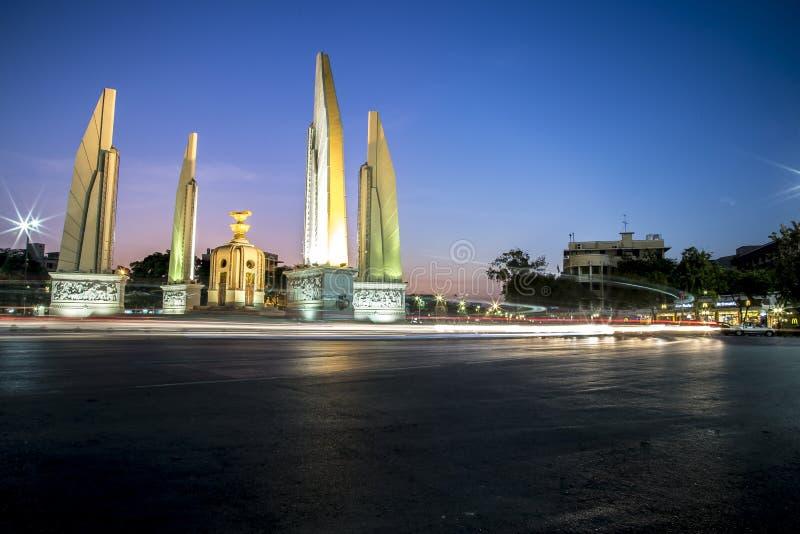 Demokratie-Monument auf Dämmerungshimmel stockbilder