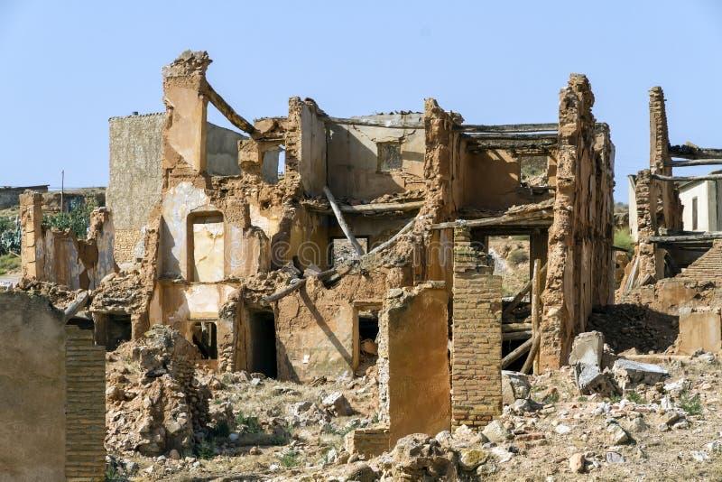 By demolerade Belchite arkivbild