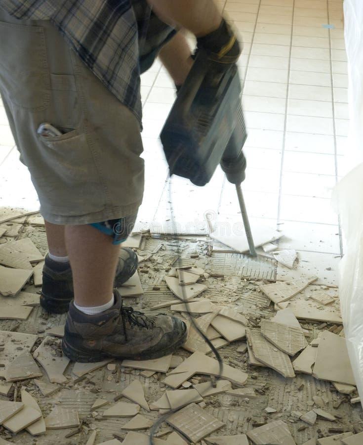 Demolição 1 do assoalho de telha cerâmica foto de stock