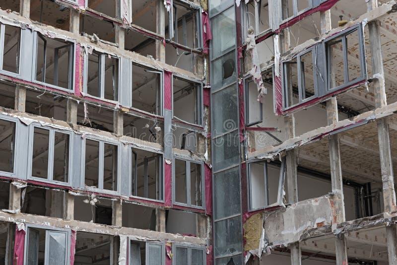 Demolição da casa, de seção transversal através da construção fotos de stock