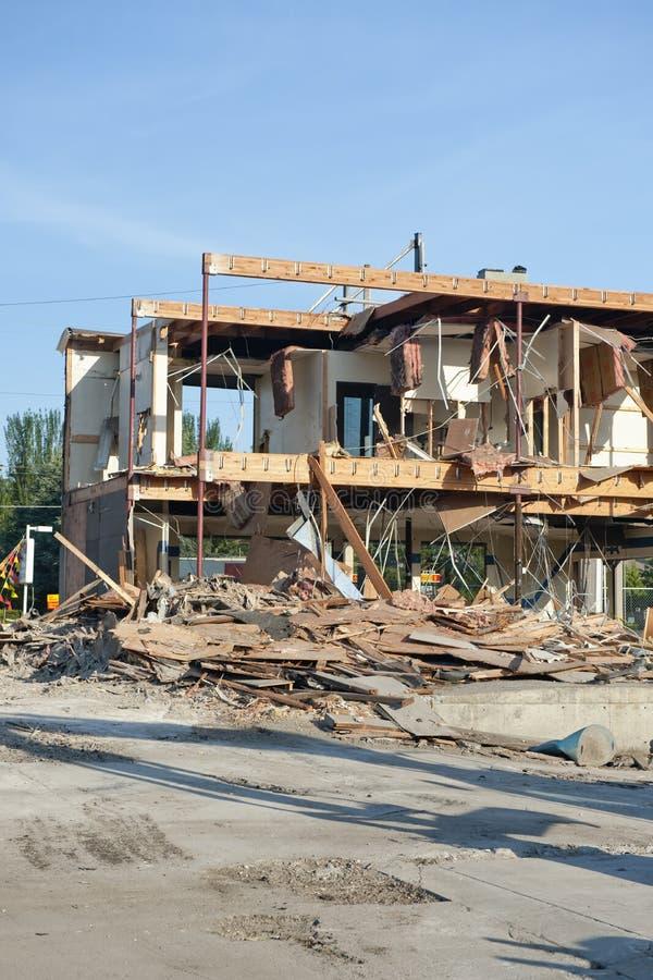 Download Demolição de um edifício foto de stock. Imagem de demolishing - 10053078