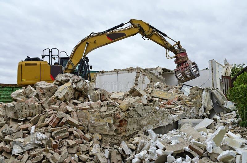 Demolição de uma casa residencial fotografia de stock