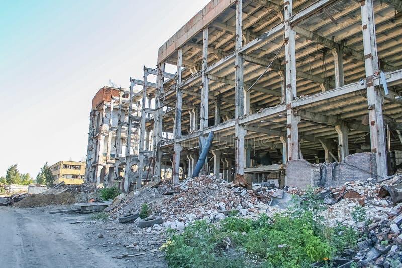 Demolição do central química velho fotos de stock