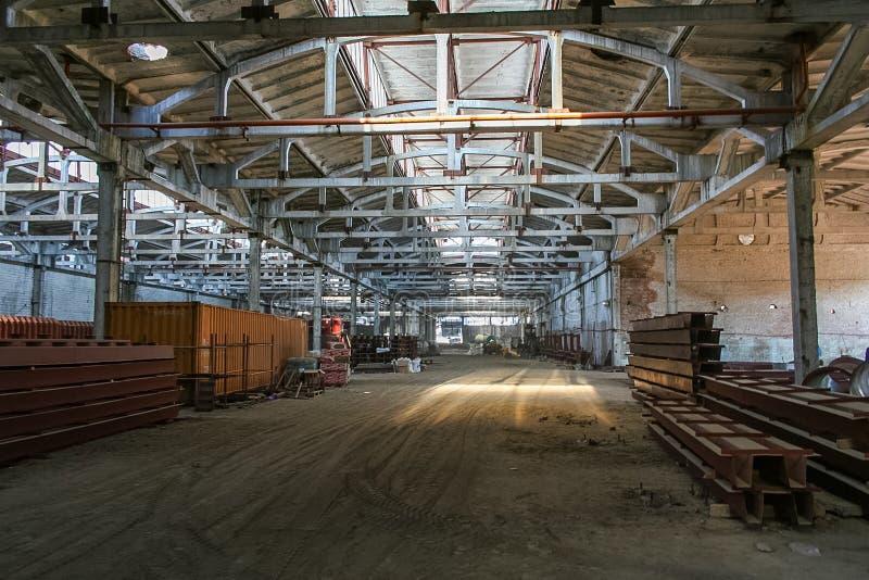 Demolição do central química velho e da construção de um n imagens de stock royalty free