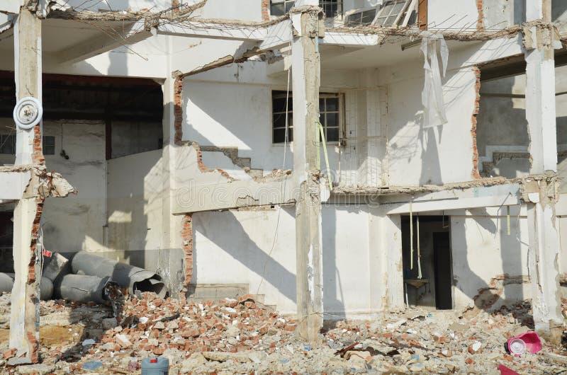 Demolisca o tiri giù la struttura edile in Tailandia immagine stock libera da diritti