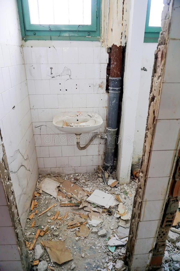Demolizione E Rinnovamento Del Bagno Fotografia Stock - Immagine di ...