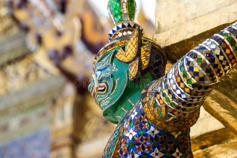 Demon statuy w Ramayana epopeja która dzwoni w Tajlandzkim jako Ramakien obraz royalty free