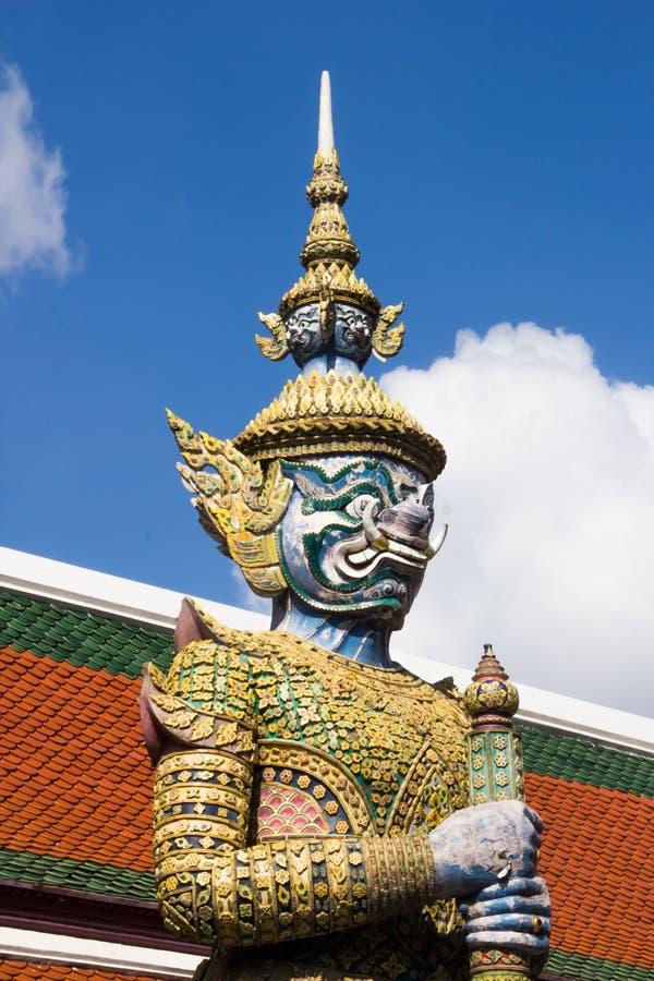 Demonbeschermer in Wat Phra Kaeo, Bangkok Wat Phra Kaew is één o stock foto