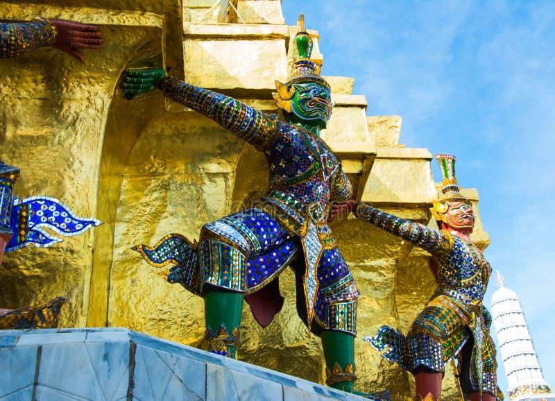 Demonförmyndare på Wat Phra Kaew - templet av Emerald Buddha I royaltyfri fotografi