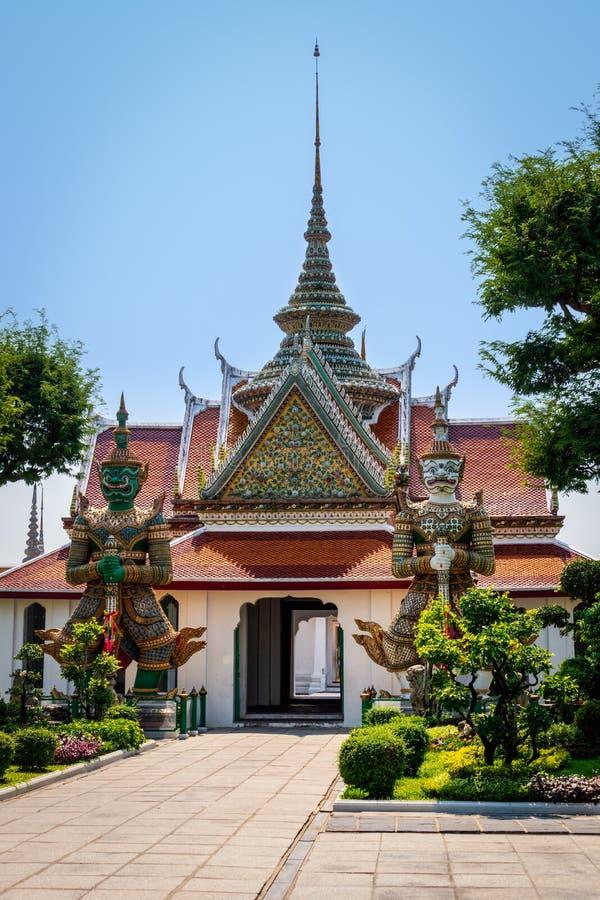 Demonf?rmyndare p? Wat Phra Kaew Grand Palace arkivfoton