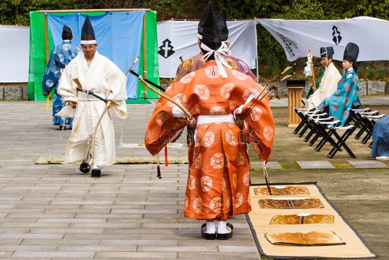 A demonstração de Kyudo começa fotografia de stock