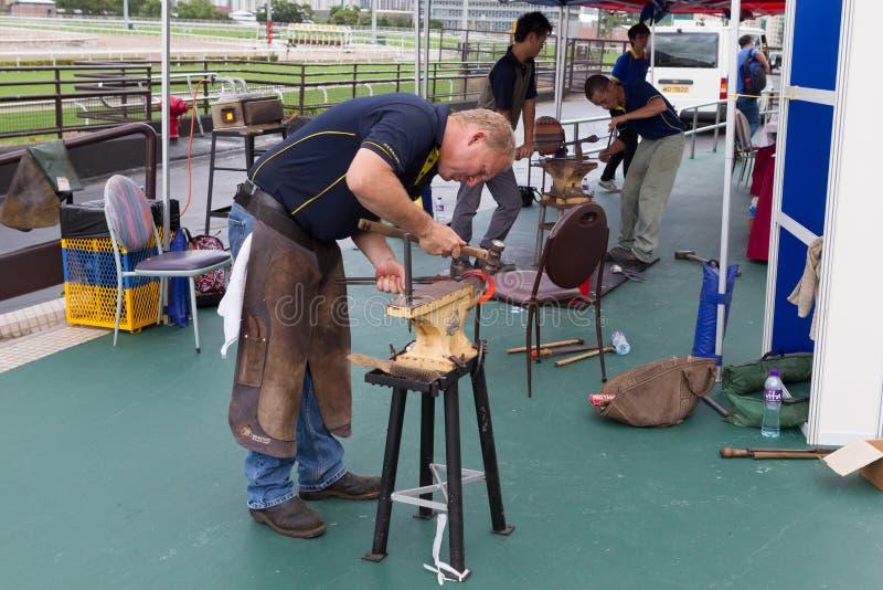 Demonstração do ofício de ferrador do cavalo fotografia de stock royalty free