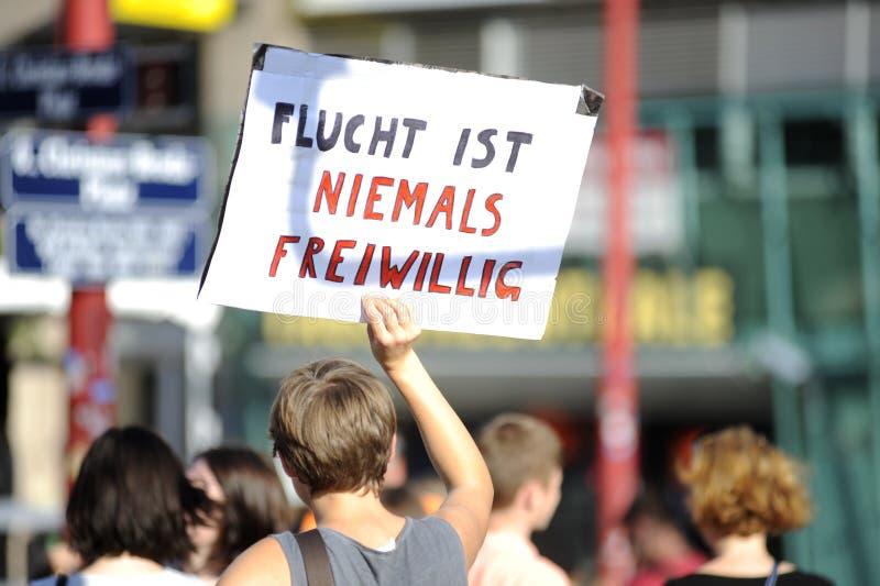 Demonstracja dla uchodźców w Wiedeń zdjęcie royalty free