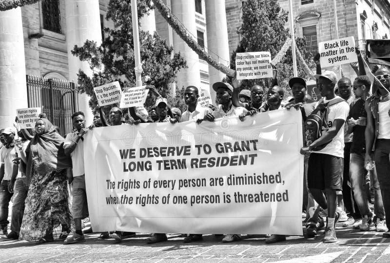 Demonstracja murzyni przeciw rasizmowi zdjęcie stock