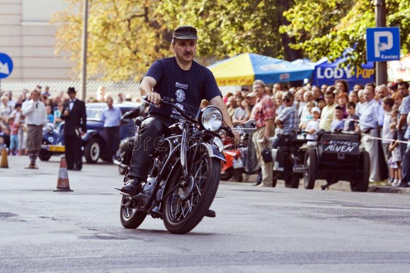 Demonstracja starzy rowery w retro stylu obraz royalty free