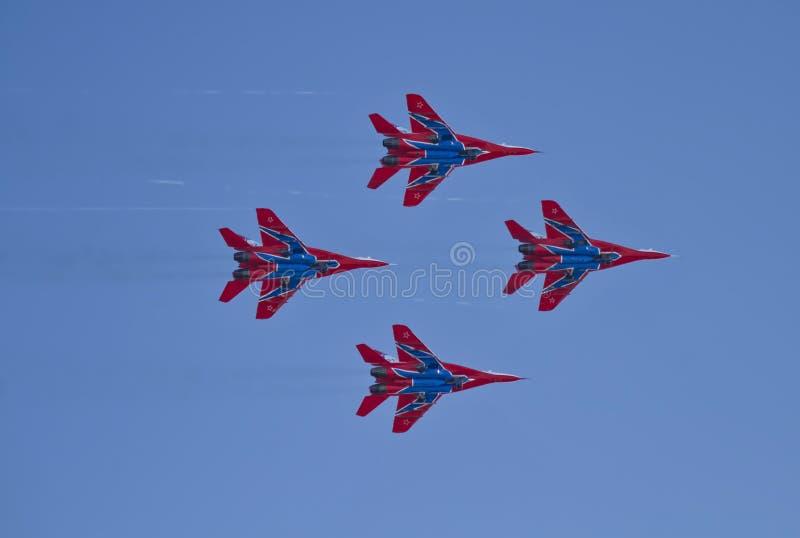 Demonstracja występ lotnictwo grupa aerobatics Milita zdjęcia stock