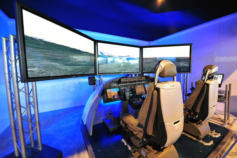 Demonstrador da cabina do piloto de Boeing 787 Dreamliner em Singapura Airshow imagens de stock royalty free