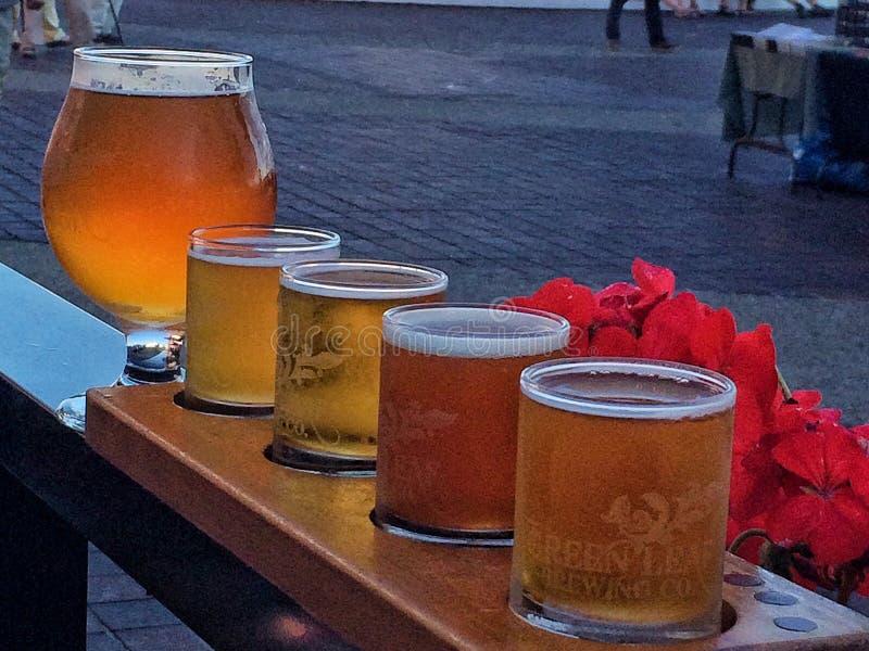 Demonstrador da cerveja foto de stock