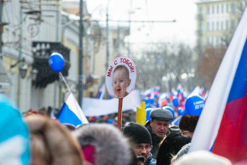 Demonstradores do russo na rua de Moscovo fotos de stock