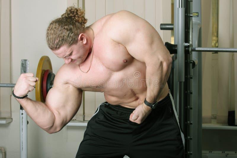 Demonstraiting biceps
