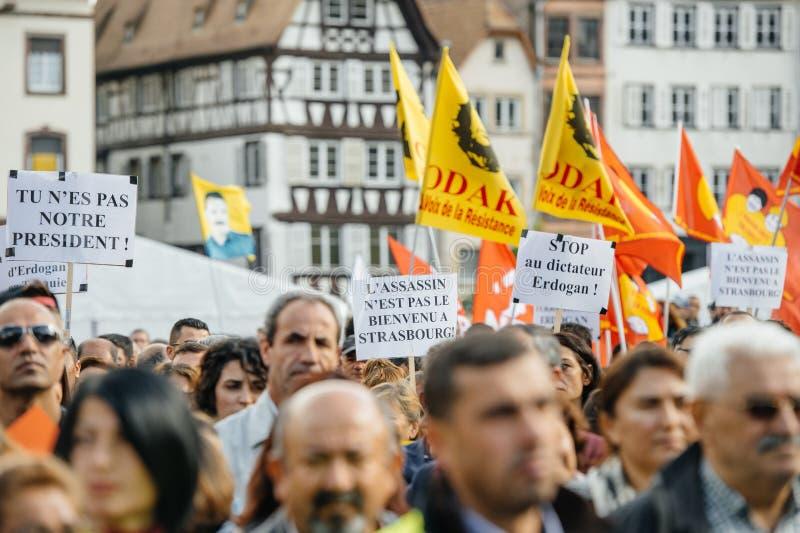 Demonstranci protestuje przeciw Tureckiemu prezydentowi Erdogan polic zdjęcia stock