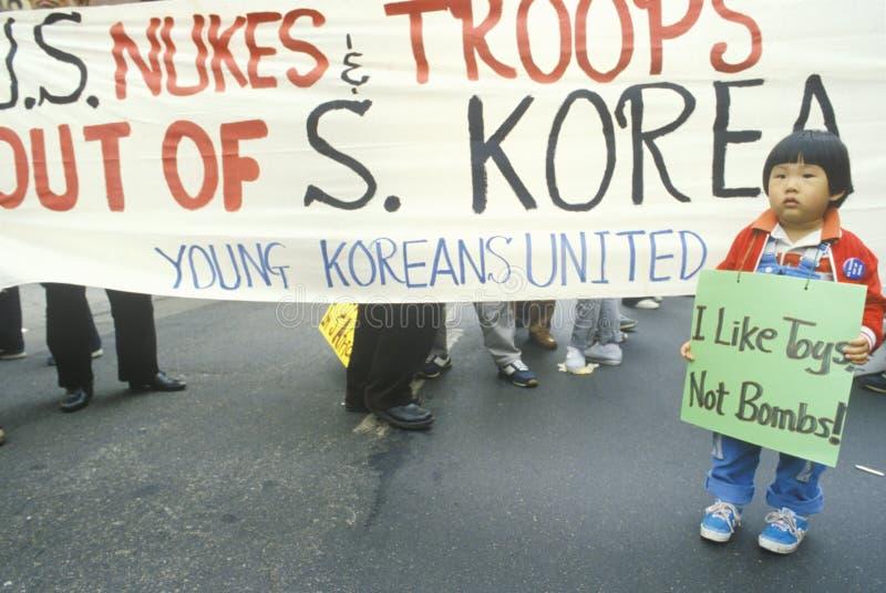Demonstranten, die US-Intervention in Südkorea, Los Angeles, Kalifornien protestieren stockbilder