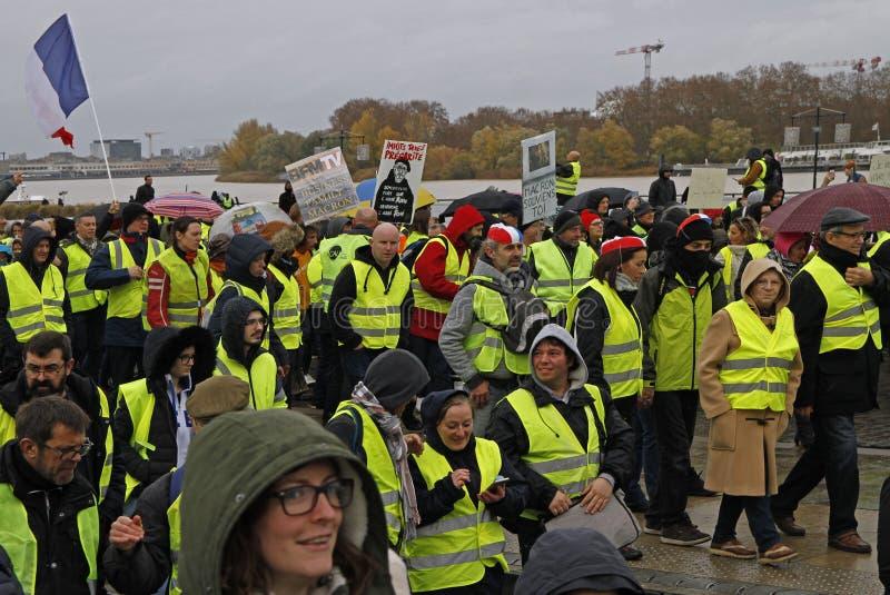 Demonstratie gele vesten tegen verhogingsbelastingen op benzine royalty-vrije stock afbeelding