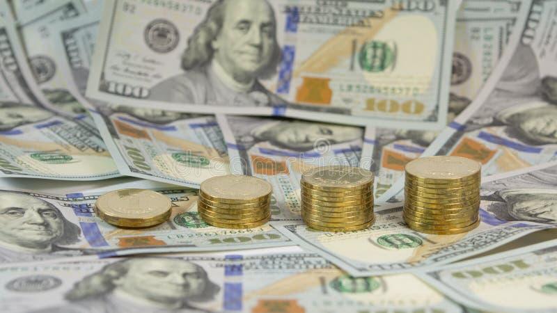 Demonstratie van de toenemende wisselkoers van Oekraïense munthryvnia (grivna, UAH) voor dollar de V.S. (USD) stock foto's