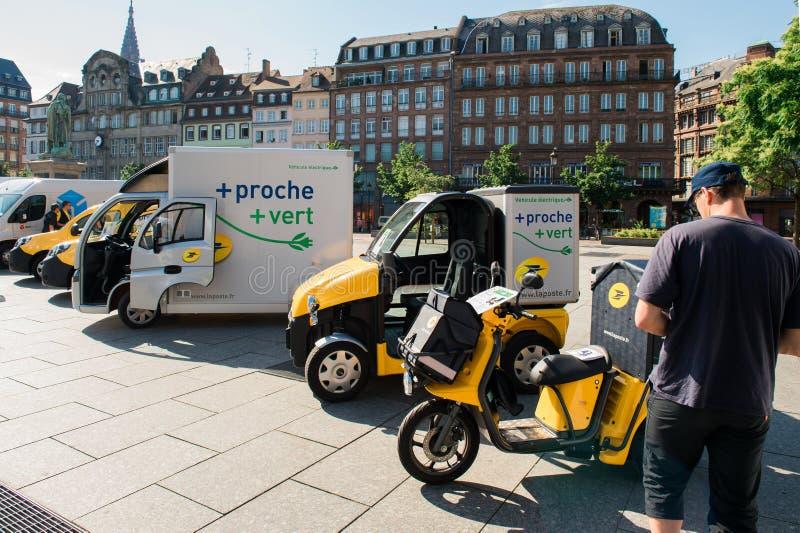 Demonstratie van postelektrische voertuigen in stadscentrum Frankrijk royalty-vrije stock foto