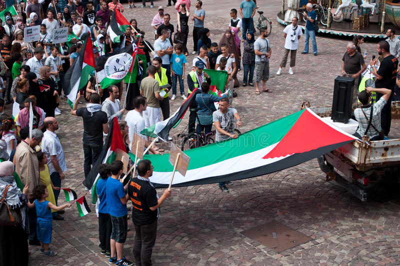 Demonstratie voor vrede tussen Israël en Palestina, tegen het Israëlische bombarderen in Gaza royalty-vrije stock foto