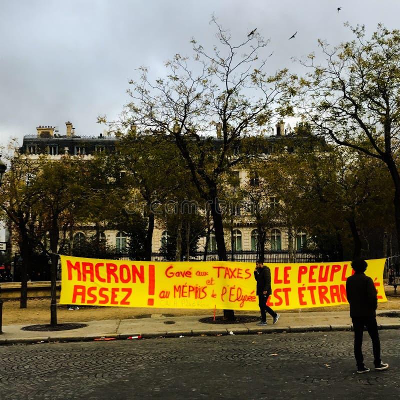 Demonstratiesystemen tijdens een protest in gele vesten stock afbeelding