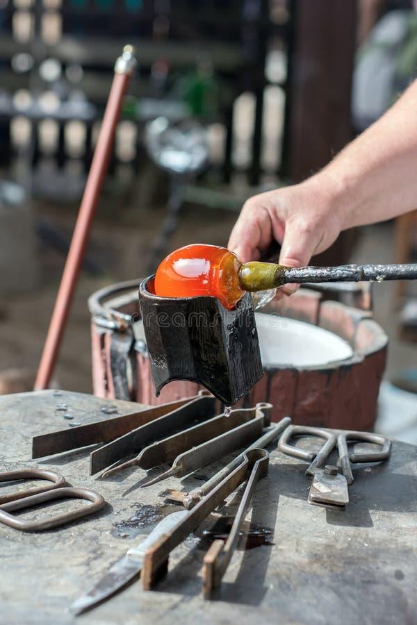 Demonstration der handgemachten Glasproduktion lizenzfreie stockfotografie