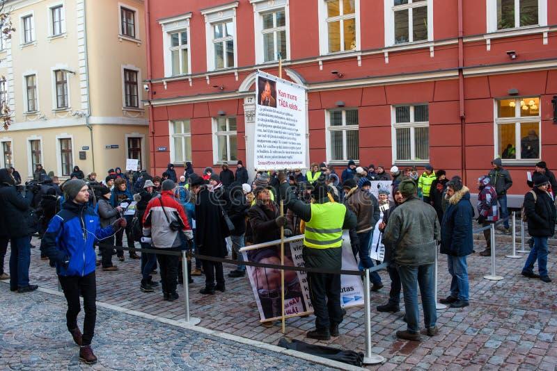 Demonstration gegen neue Koalition der Regierung von Lettland lizenzfreies stockfoto