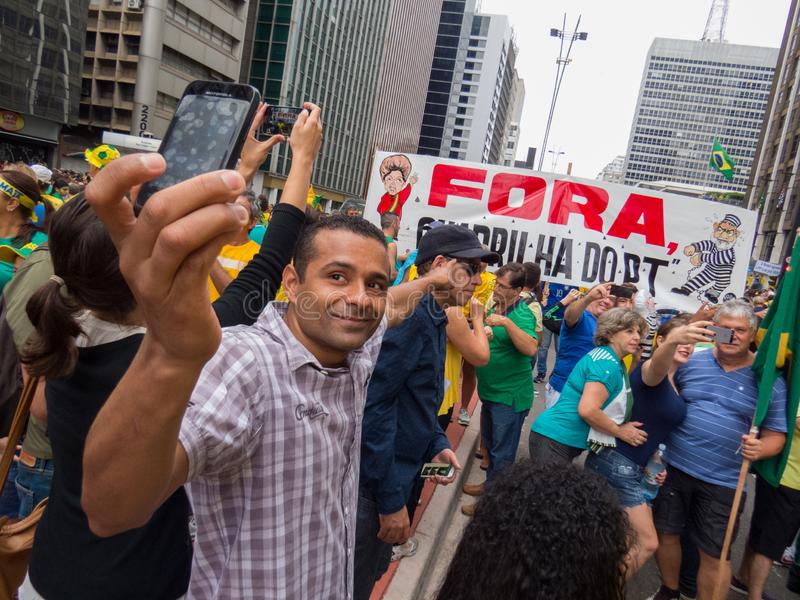 Demonstration i impeachment för Sao Paulo pro-Dilma Rouseff ` s royaltyfria bilder
