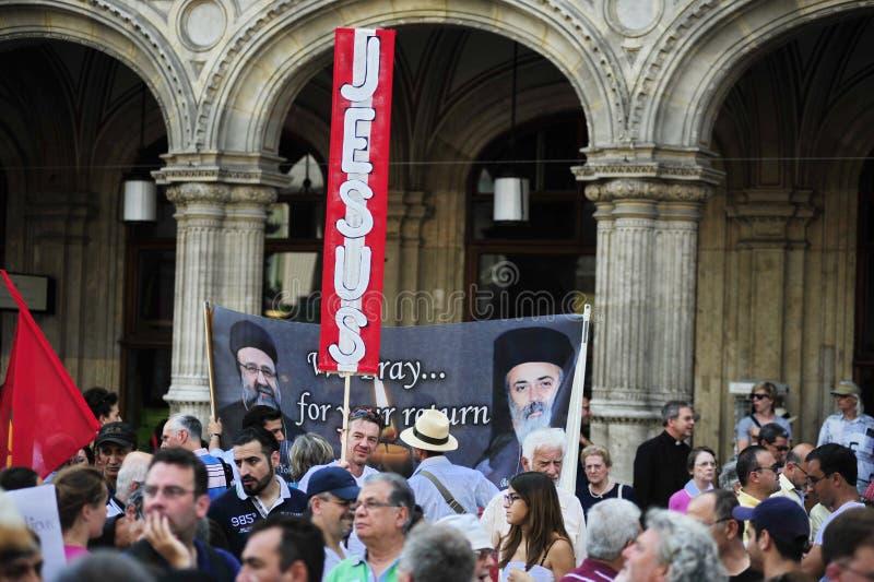 Demonstration mot förföljelser och grymheter i Irak arkivbild