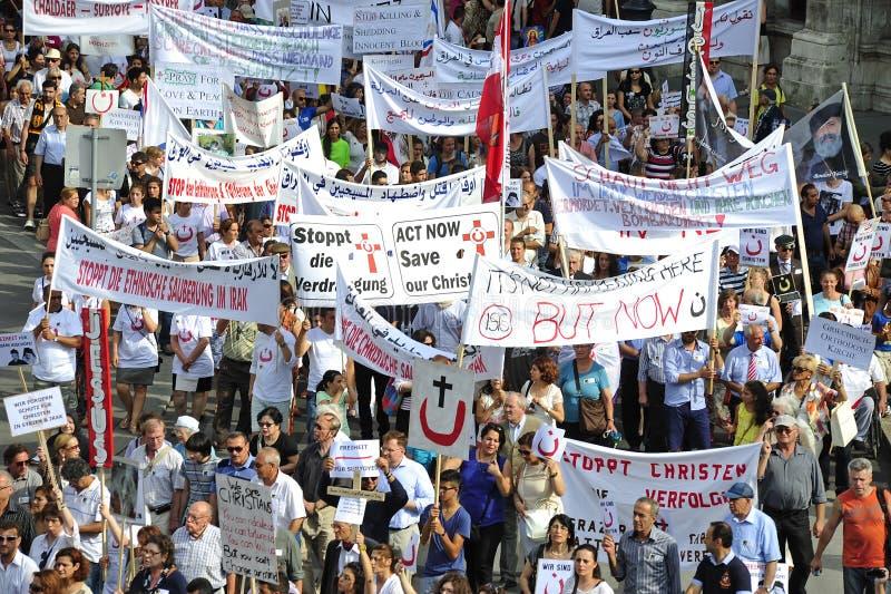 Demonstration mot förföljelser och grymheter i Irak arkivbilder