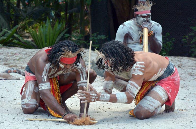 Demostración aborigen de la cultura en Queensland Australia fotografía de archivo libre de regalías