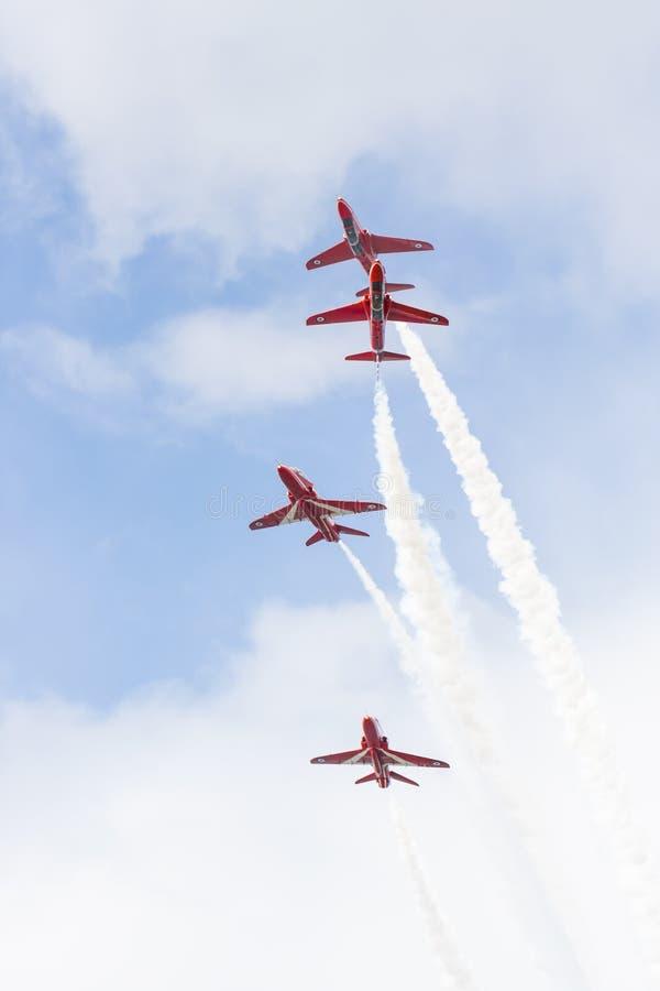 Download Demostración Aeroacrobacia Del Vuelo De La Flecha Roja En Tallinn, Estonia Fotografía editorial - Imagen de aire, humo: 41920752