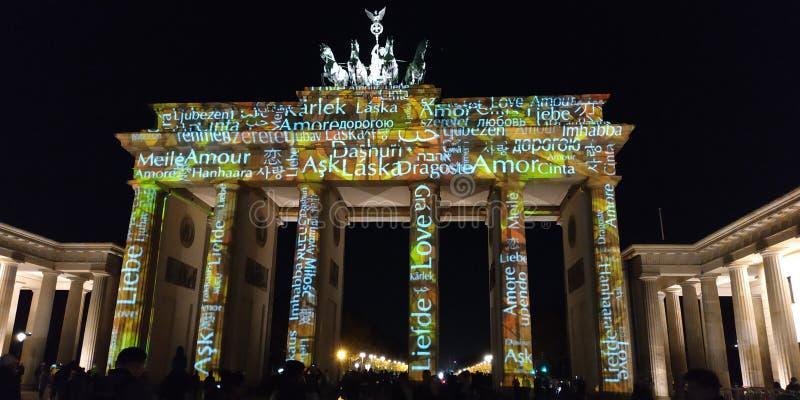 Demostración Berlín de la luz de la puerta de Brandeburgo fotografía de archivo