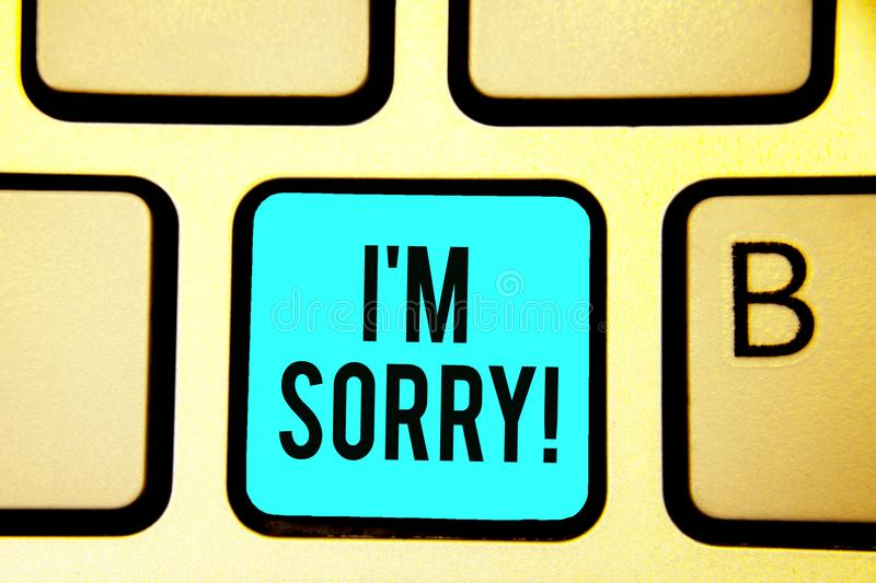 Demostración conceptual de la escritura de la mano lo siento Foto del negocio que mostraba para pedir perdón alguien usted uninte imagen de archivo libre de regalías