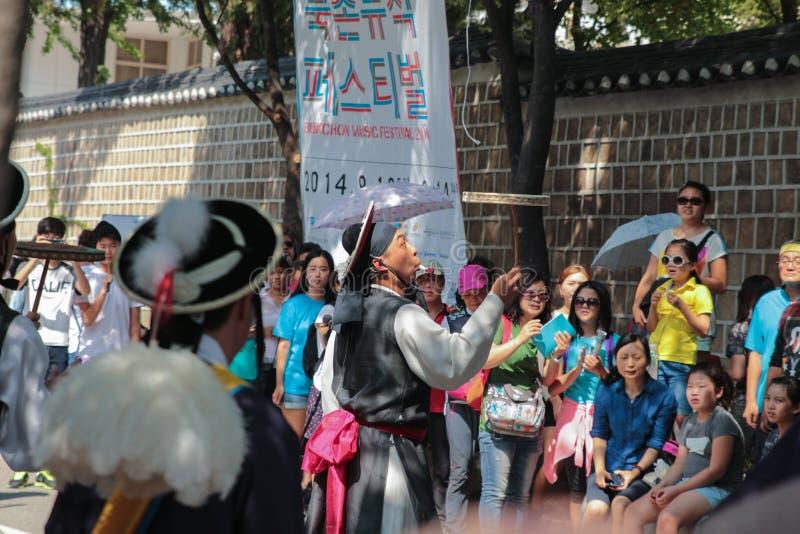 Demostración coreana de la calle con la muchedumbre imagenes de archivo